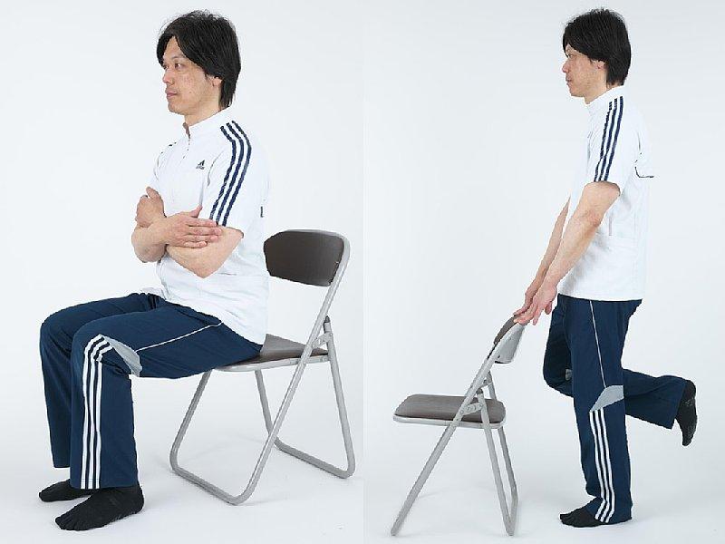 椅子を使ってトレーニングをしている男性の写真2点