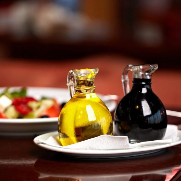 オリーブオイルと醤油の写真