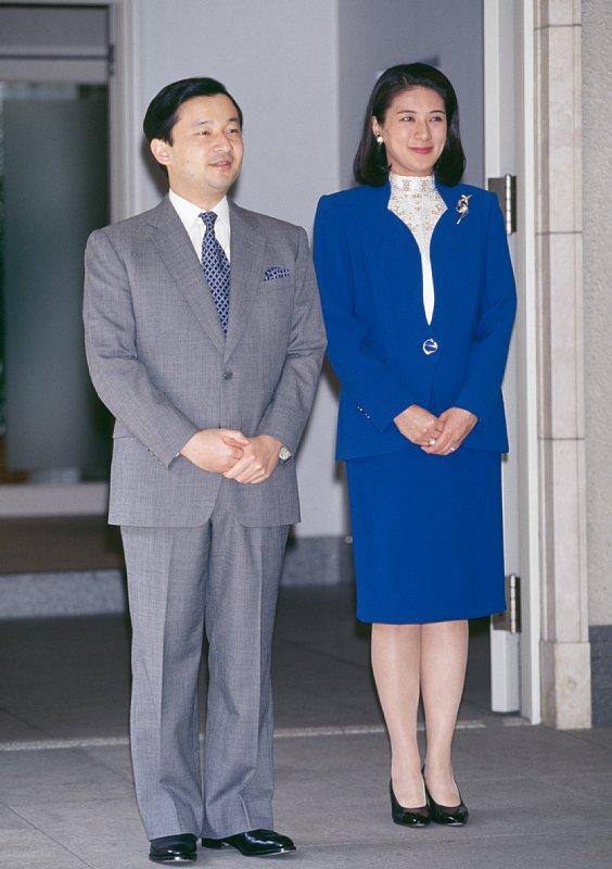 1998年3月「フェリペスペイン皇太子(当時)お出迎え」でロイヤルブルーのスーツをお召しになる雅子さま