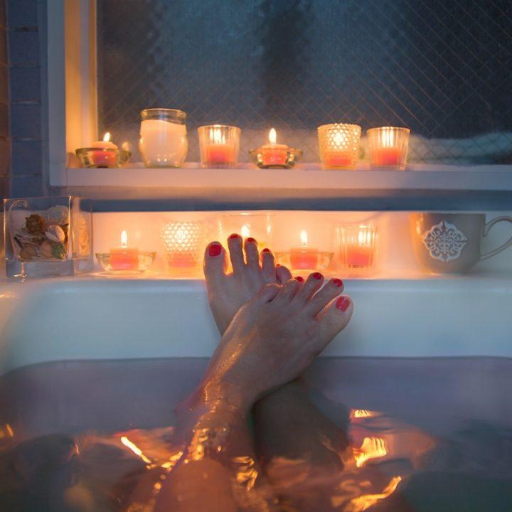 キャンドルを灯した浴室