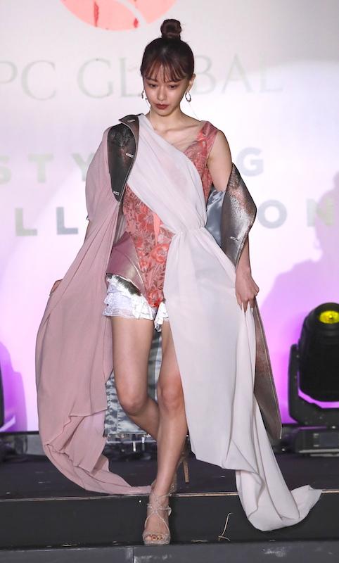 美しいヘアスタイルの著名人を表彰する「ベスト スタイリング アワード2019」(2019年11月12日)に選ばれた山本舞香