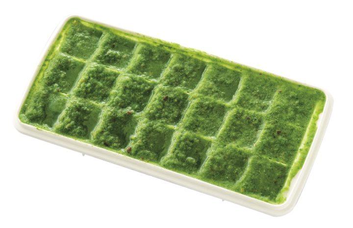 やせる特製野菜ジュースを製氷器で凍らせたもの