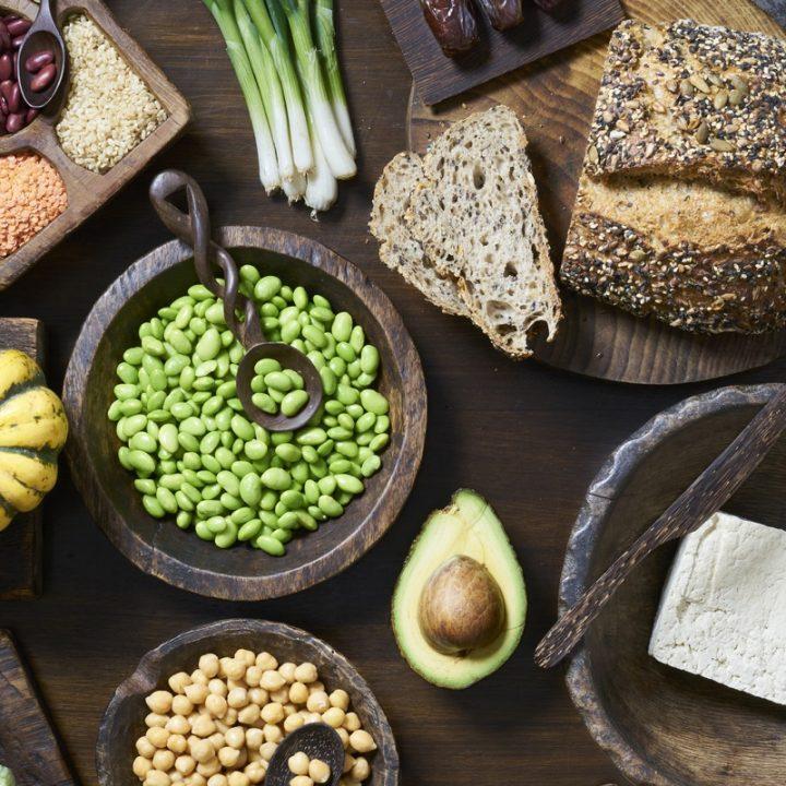 雑穀パンや豆類、アボカド