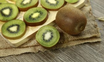 キウイ、ダイエット効果UPには「皮ごと食べる」!おいしいキウイの選び方、正しい保存法も紹介