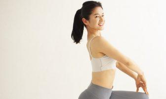 14kg痩せた骨盤矯正トレーナーの「おしり筋伸ばし」で背中痩せ&肩こり改善