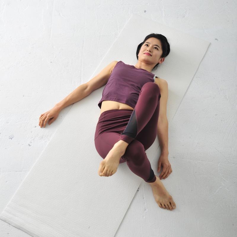 肩こりを軽減させるお尻筋伸ばしのやり方1