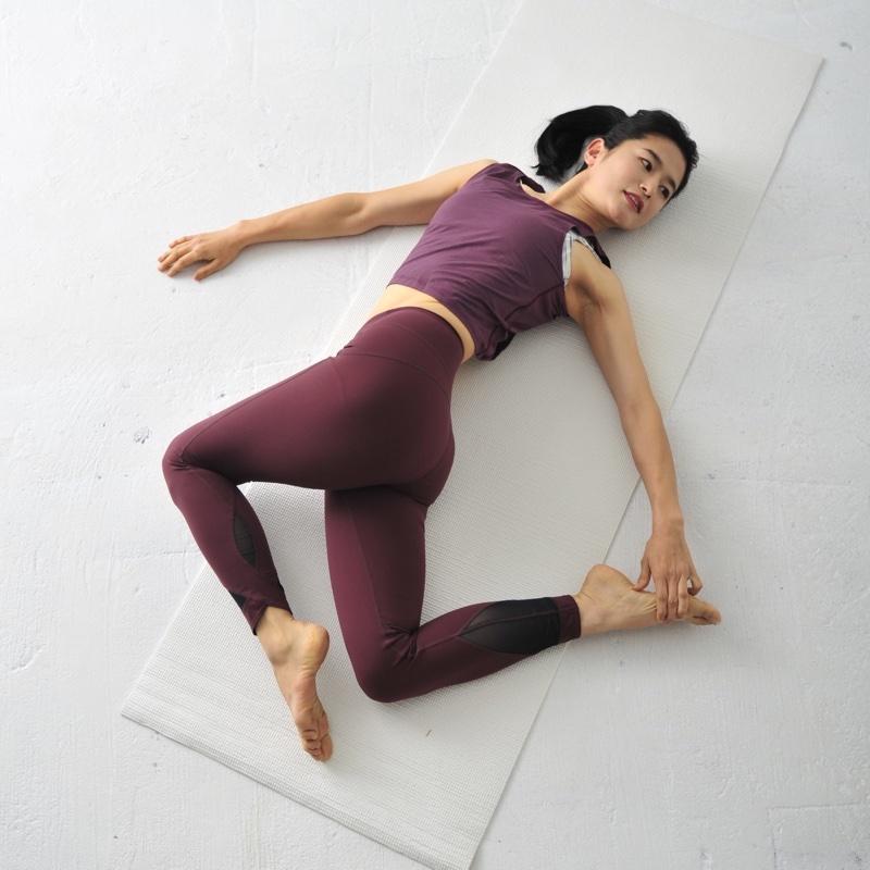 肩こりを軽減させるお尻筋伸ばしのやり方2