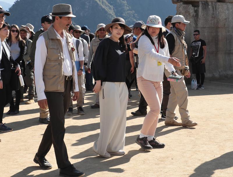"""標高約2400mlにある""""空中都市""""として知られるペルーの世界遺産マチュピチュで訪問の際の眞子さま"""