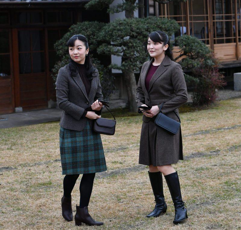 千葉県の宮内庁新浜鴨場での「外交団鴨場接待」の際の眞子さまと佳子さま