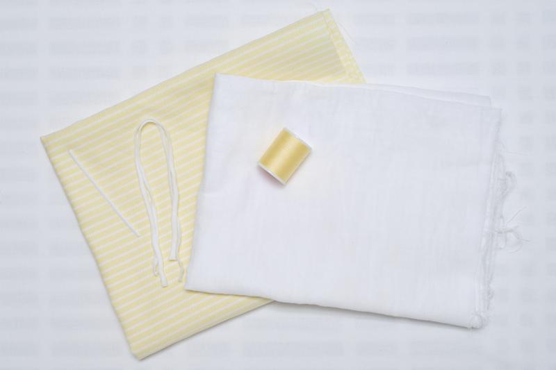 表地用コットン・裏地用ダブルガーゼ・マスク用ゴム・ノーズワイヤー・ぬい糸を揃えた画像