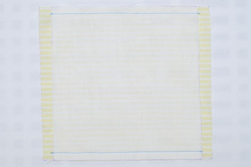 表地と裏地を重ね、上から1㎝の部分を縫った布の画像