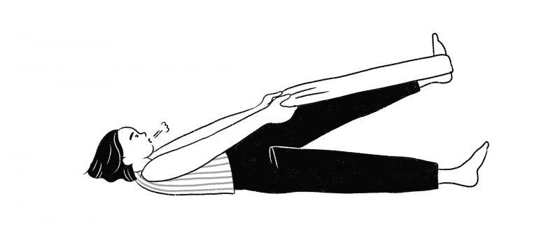タオルを使ってふくらはぎを伸ばす女性のイラスト