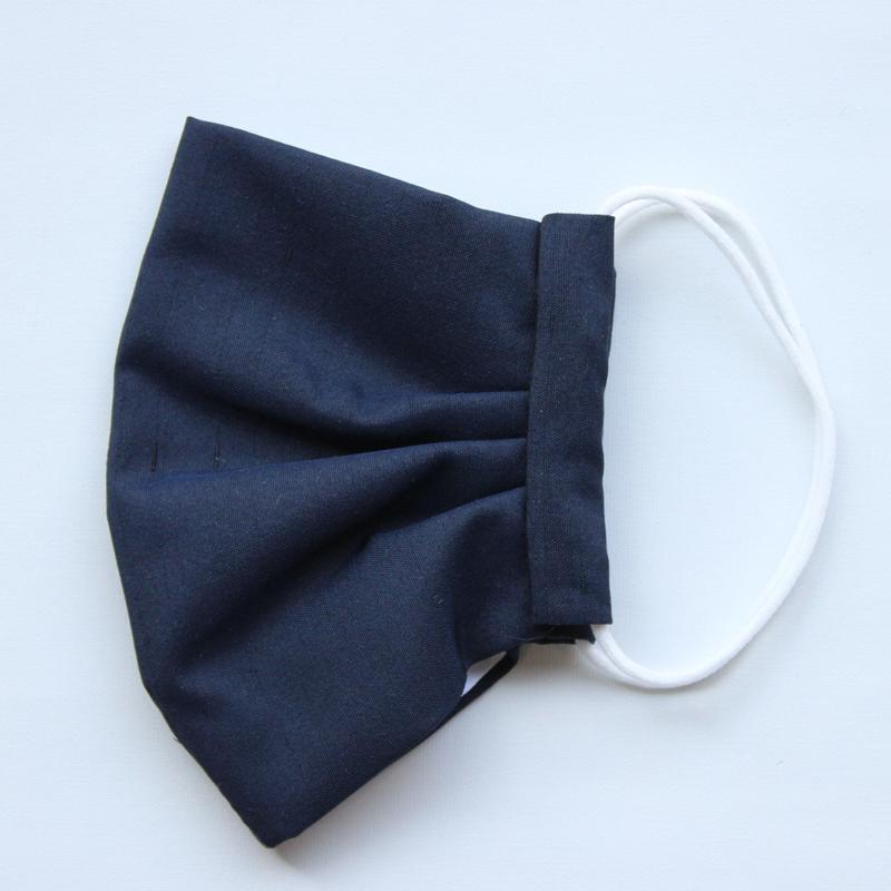 """「サイズが選べる""""絹100%""""【洗えるシルクマスク】最高の""""着物""""生地で、日本の職人が手縫いで仕立てる!」"""