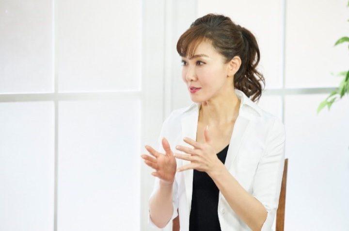 美容皮膚科医の角谷貴子先生