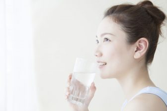 コロナ不調は水を飲んで改善!? 1日2リットルとらないと水太り、むくみなどが…
