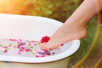 薬草風呂で免疫力アップ!自宅で楽しむためのハーブの作り方、おすすめ薬草などを紹介