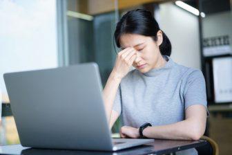 自粛生活で目の不調に注意!目の疲れや老化を改善する食べ物&ストレッチ