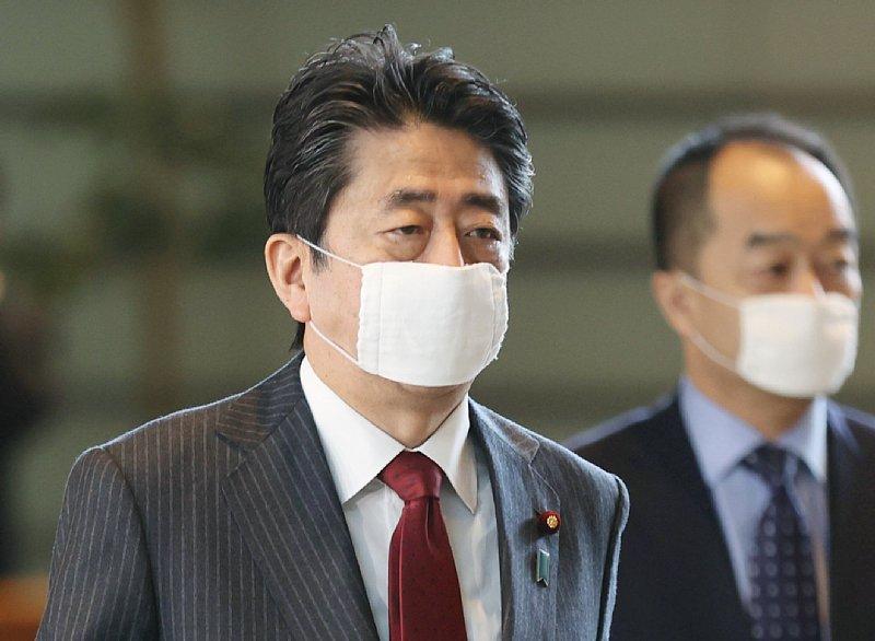 アベノマスクをする安倍首相