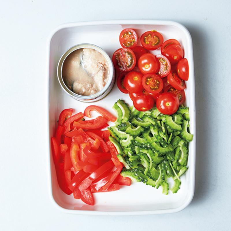 美白ベジたんスープ「さば缶とパプリカのトマト辛味噌スープ」材料