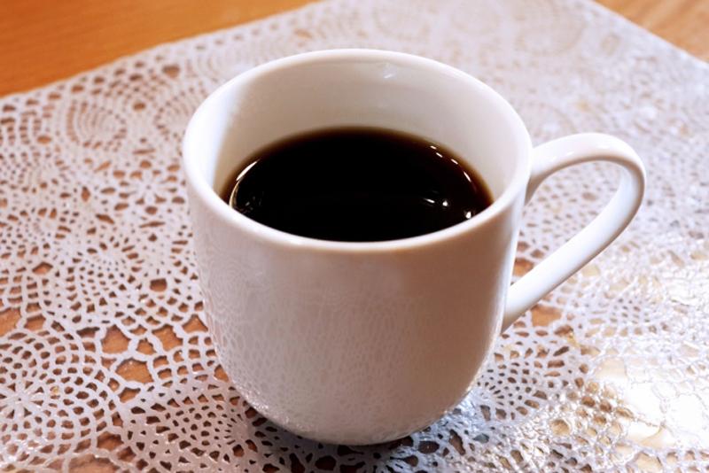 コーヒーをいれた白いカップ