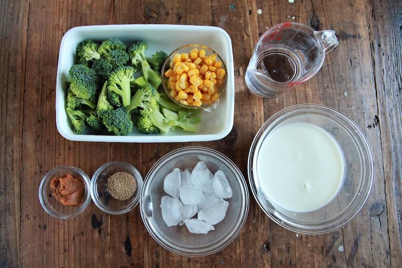 ブロッコリーとコーンのクリーミー冷やしみそ汁の材料