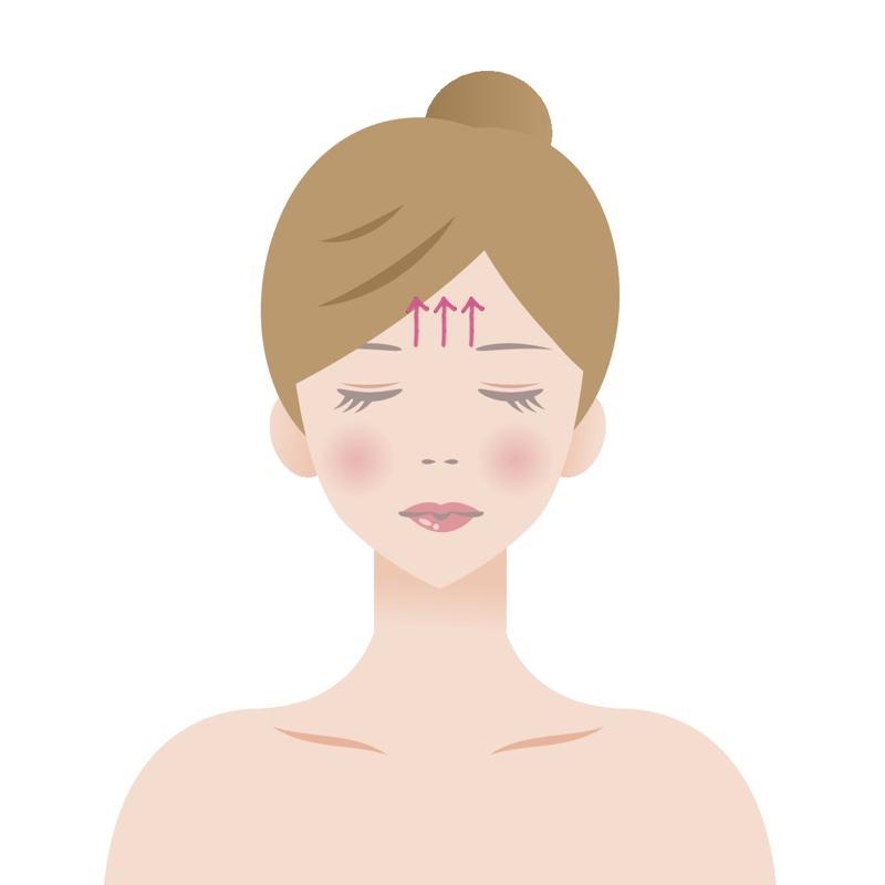 目をつぶっている女性の正面からの顔