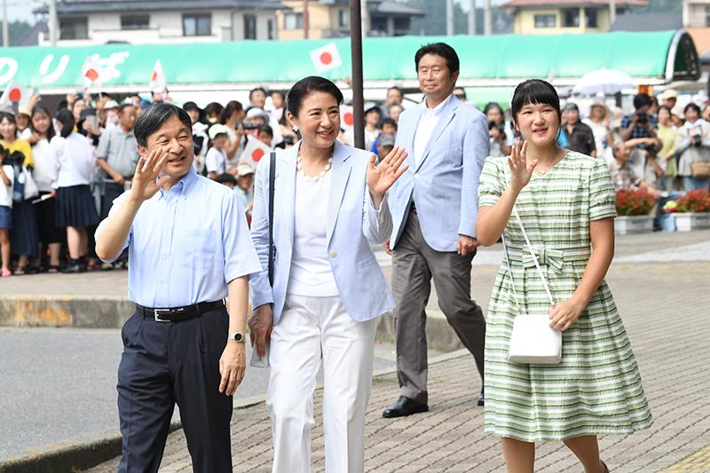 2019年夏2度目のご静養となる那須御用邸ご滞在のため、JR那須塩原駅に到着された際の天皇ご一家