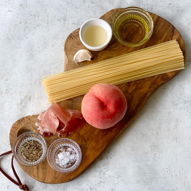市橋有里がレシピ考案した「桃の冷製パスタ」の材料