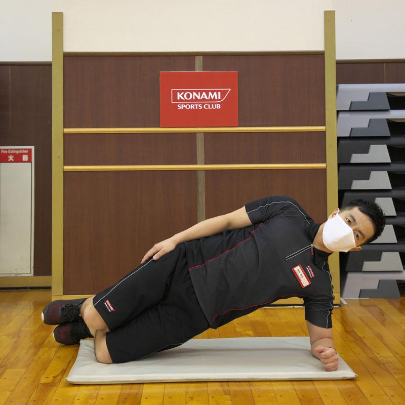 横田昌佳さんが「サイドブリッジ」のやり方を解説