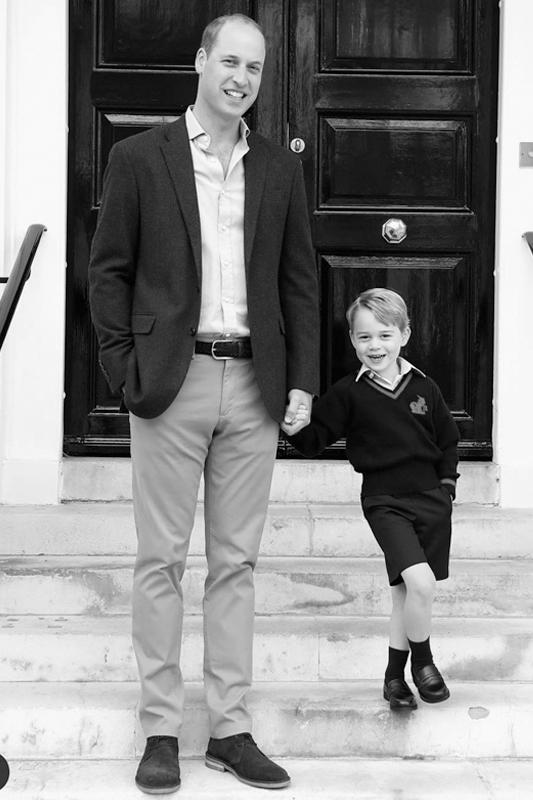 ウイリアム王子と手をつなぐジョージ王子