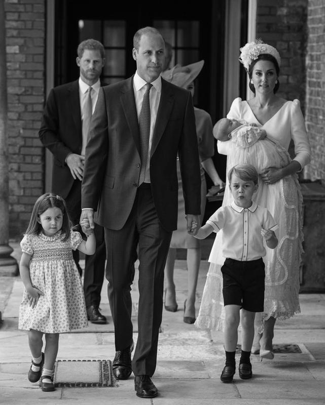 ウイリアム王子ご一家がルイ王子の洗礼式に向かっている