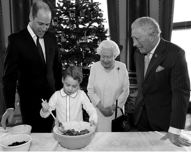 エリザベス女王、チャールズ皇太子、ウイリアム王子に見守られてプディングを作るジョージ王子