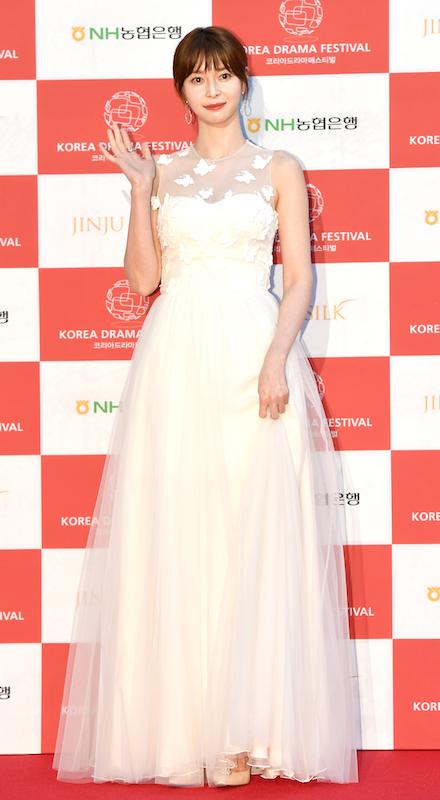 「2019 KOREA DRAMA FESTIVAL」で新人賞を受賞したときのクォン・ナラ