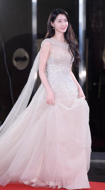 「2019KBS演技大賞」のレッドカーペットイベントでのクォン・ナラ