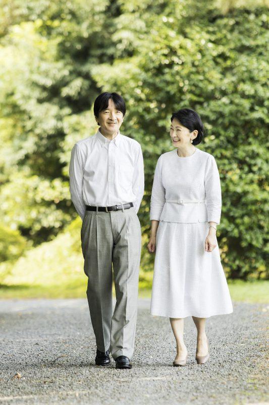 秋篠宮殿下と紀子さまが散歩されている様子