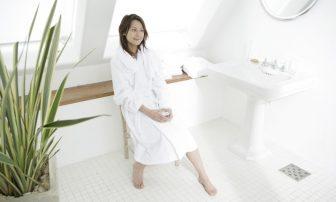 化粧水スプレーはNG!?乾燥を防ぐ7つの生活習慣で女優ボディへ近づく!