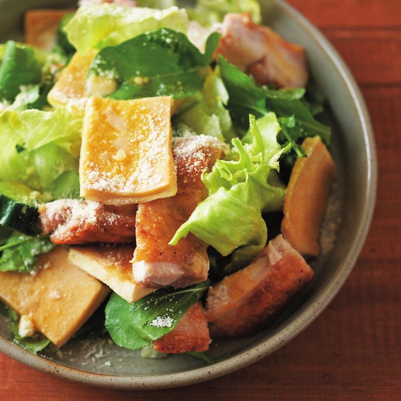 「高野豆腐トーストとチキンのサラダ」