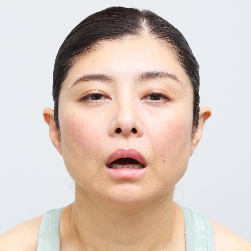 老け顔例の表情をする間々田さん