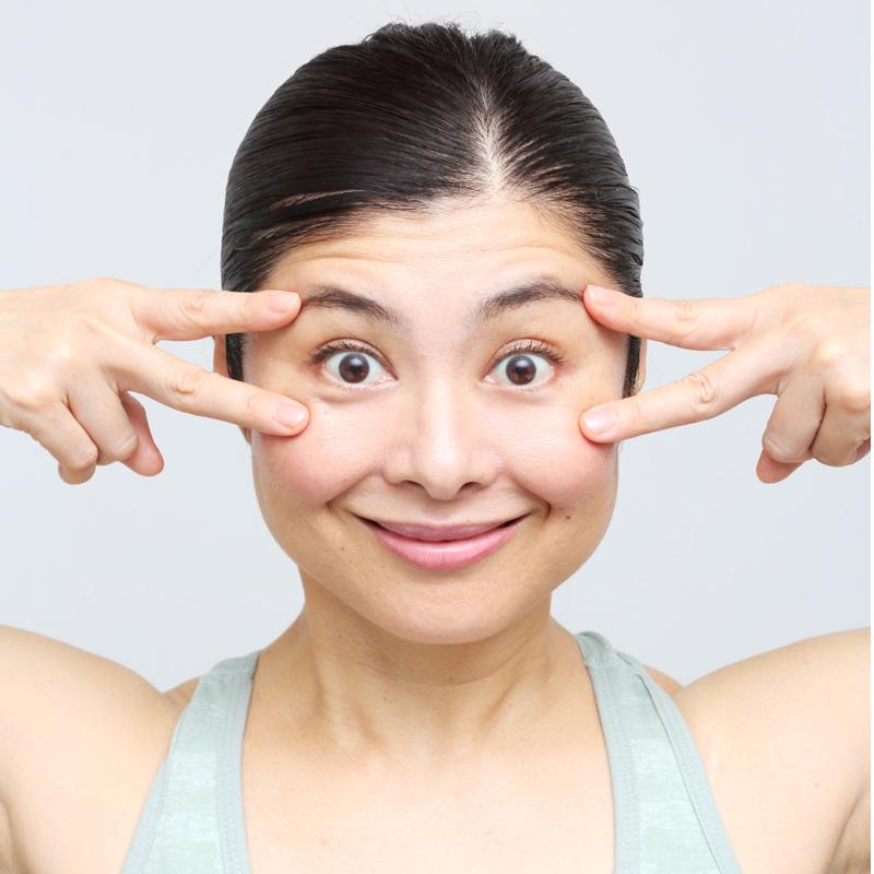【NG】目を見開いても額にしわができないようにすること