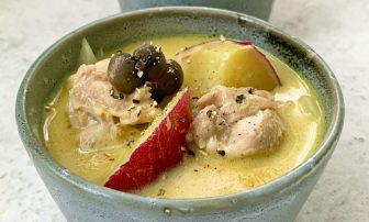 カレーをデトックススープに!秋の味覚で至福の一杯「きのことさつまいもの豆乳カレースープ」【…