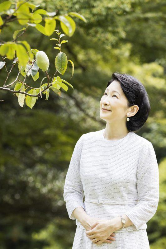 紀子さまが空を眺めていらっしゃるところ