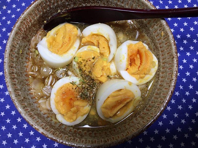 ゆで卵を使った朝食