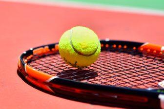 テレビで話題!テニスボールダイエットの効果とやり方とは?簡単筋膜リリースで肩こり解消に