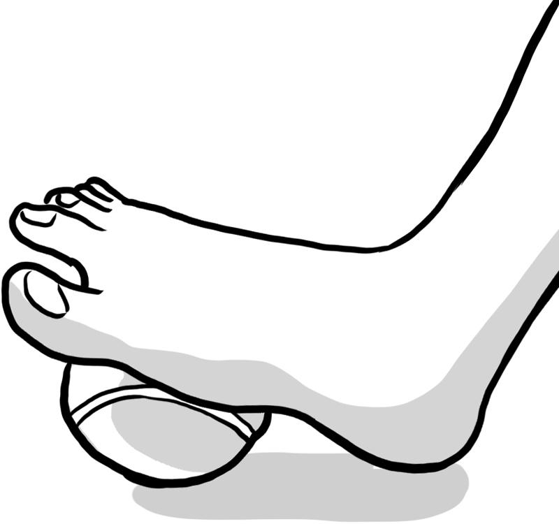 足裏でテニスボールを踏み、足の指をパーにする
