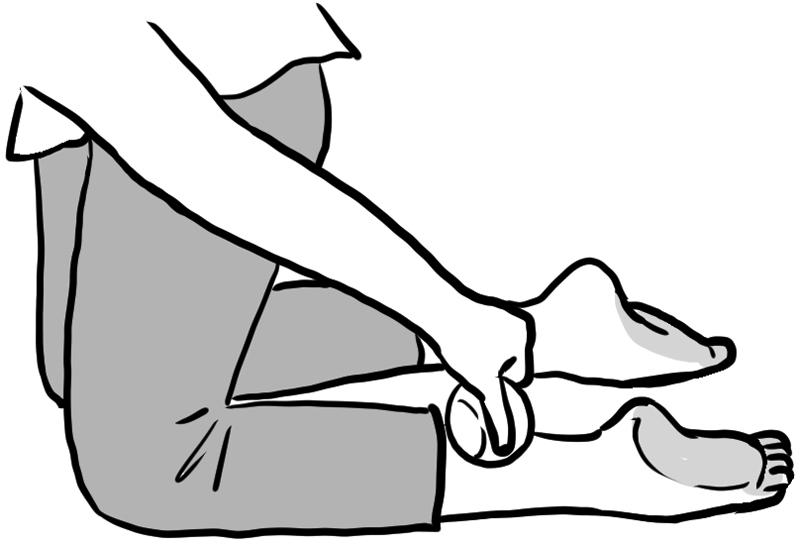 ひざ立ちでアキレス腱の足首側にテニスボールを置くイラスト