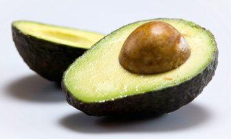 アボカドは最も栄養価が高い果物!カロリーや変色防止法、保存法など気になる疑問を解説