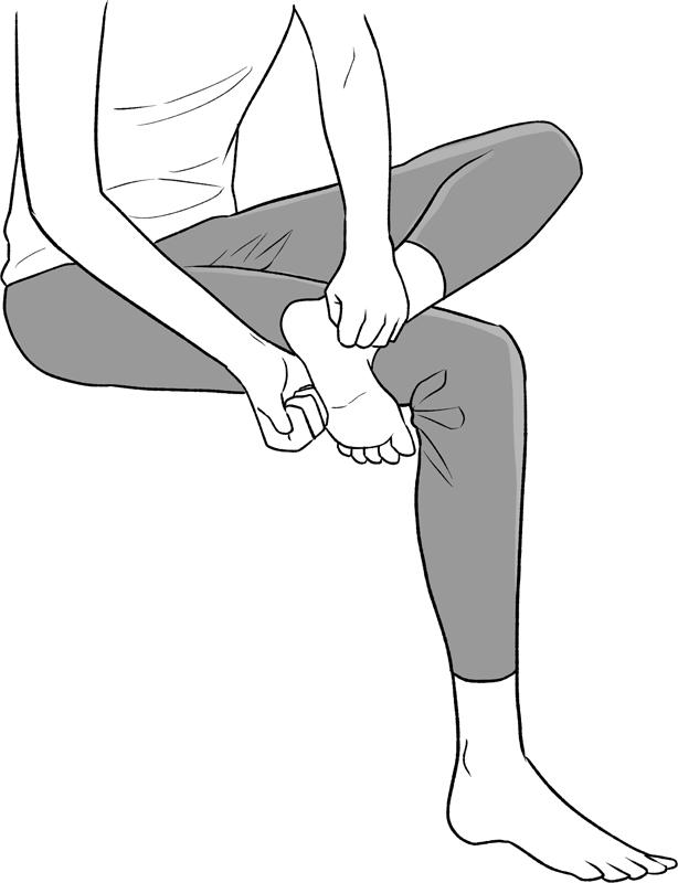 両手でこぶしをつくり足裏のふちを両側から挟むようにしてたたくイラスト