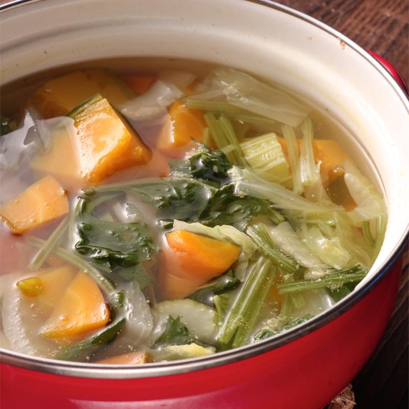 野菜スープが鍋に入っている