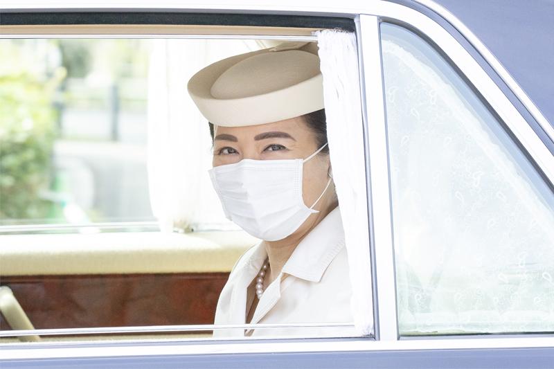 車中で笑顔の雅子さま