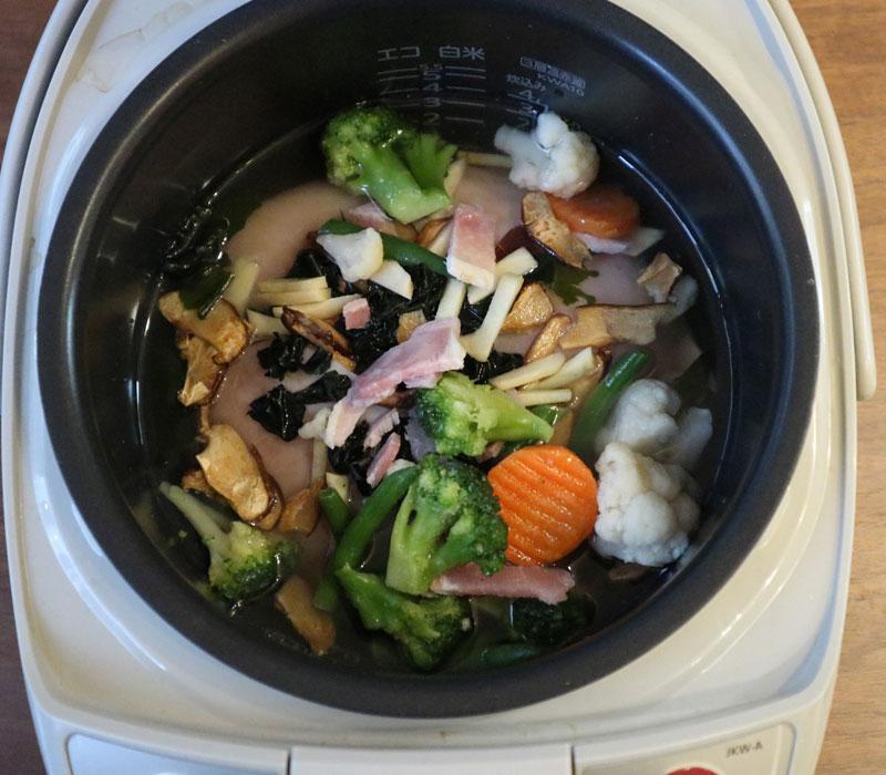 ダイエット炊飯器飯を作っているところ